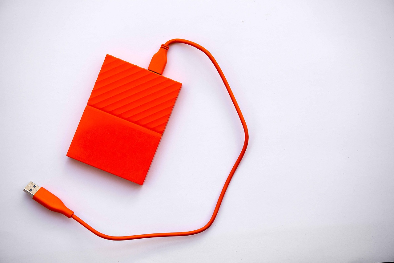 orange-color-external-hard-drive-for-data-storage--HZHKY8A